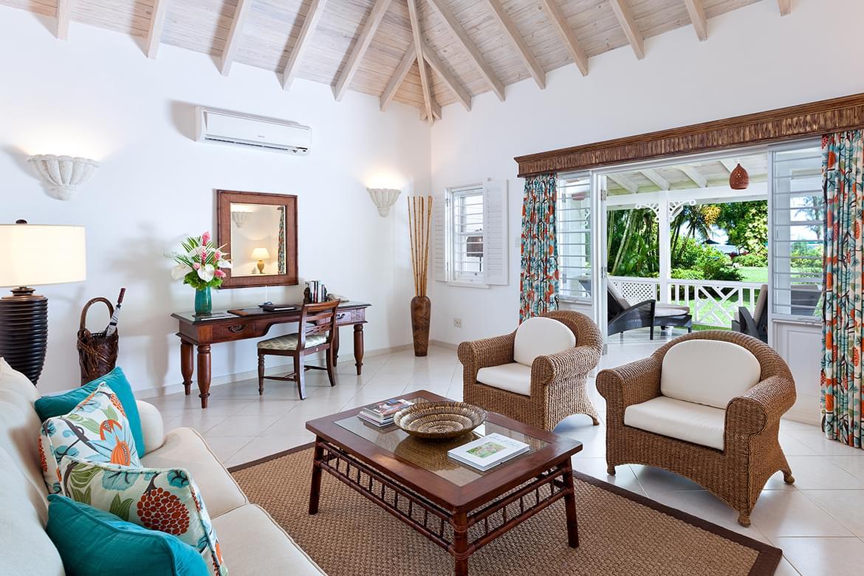 Luxury Cottage/Suite – Living Room 4
