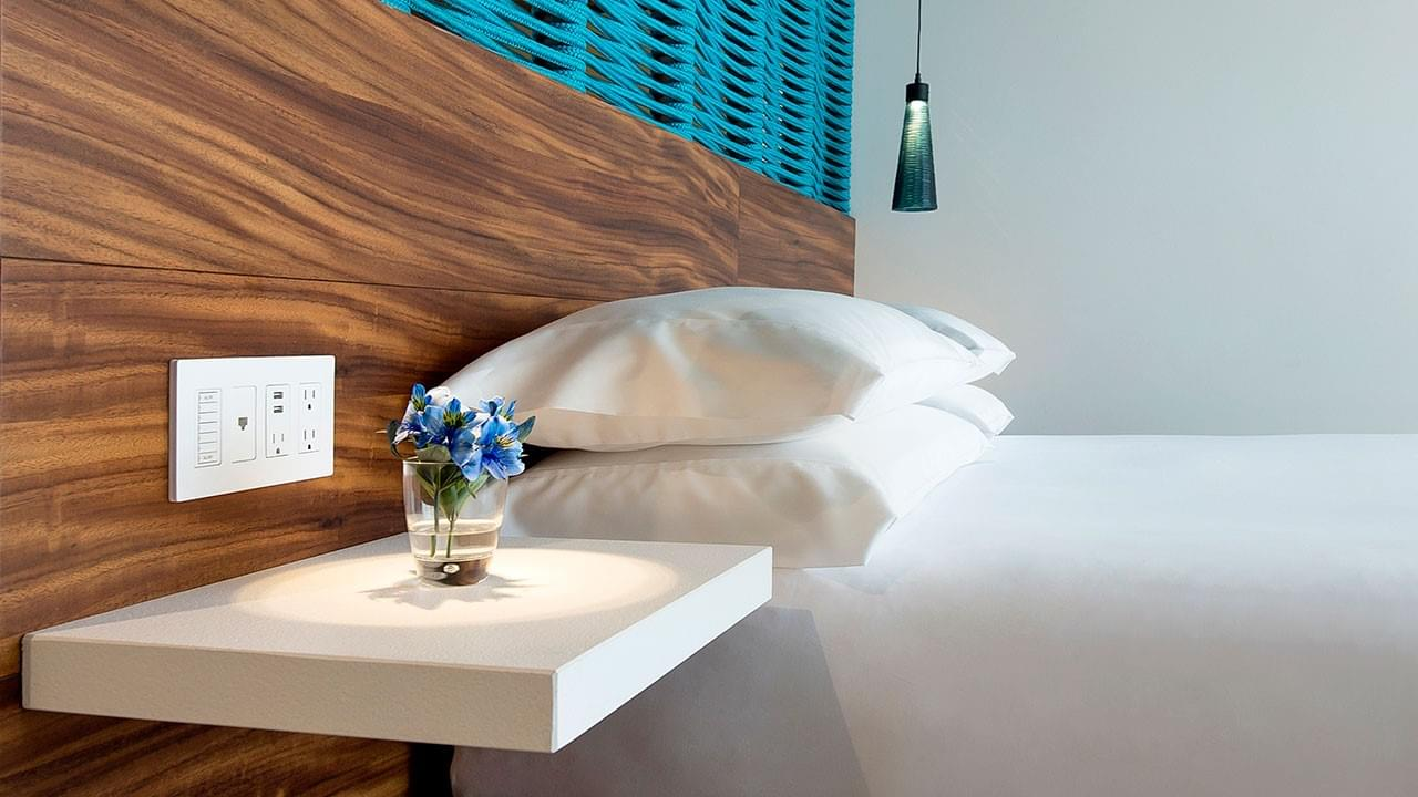 CUNPC_P017 King Hyatt Bed
